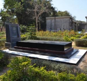 Greeting Van Bortel's grave b